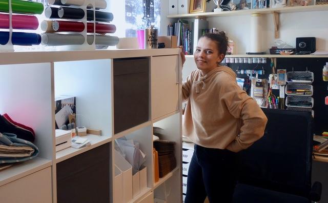 Anouk runt haar bedrijfje Custom Gifts gewoon vanuit de slaapkamer
