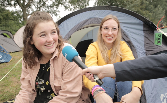 Deze studenten bivakkeren in een tent tijdens de introweek