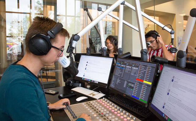 Studenten dagelijks live op de radio: er mag nog iets fout gaan