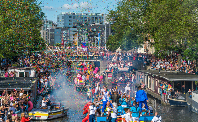De HvA 'is uit de kast' en vaart mee tijdens de Canal Parade