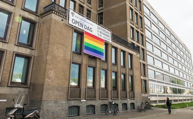 HvA hangt regenboogvlag uit tegen Nashville-verklaring