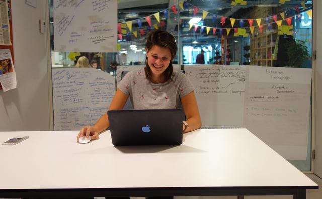 Aan het werk: Cheraine werkt bij de minor ondernemerschap