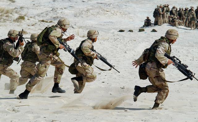 Als student een bijbaan in het leger: goed idee of niet?