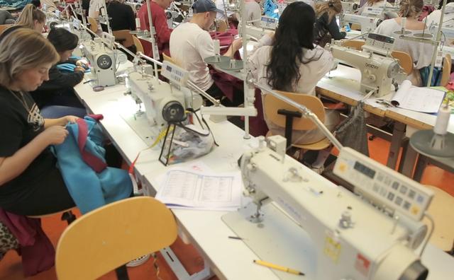 Amfi sweatshop: 'Ze mogen de kamer niet uit, niet naar de wc'