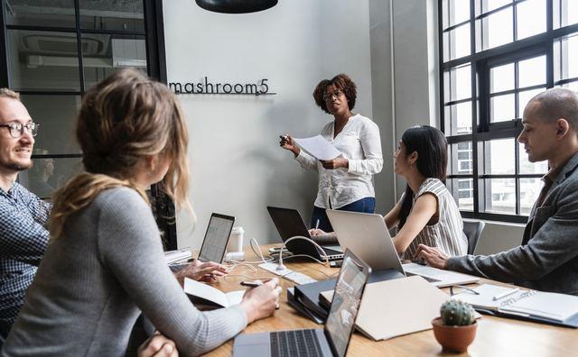 Vrouwen na afstuderen steeds meer op achterstand