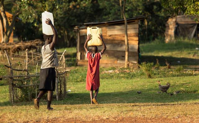 Studieverenigingen halen geld op voor watertanks in Oeganda