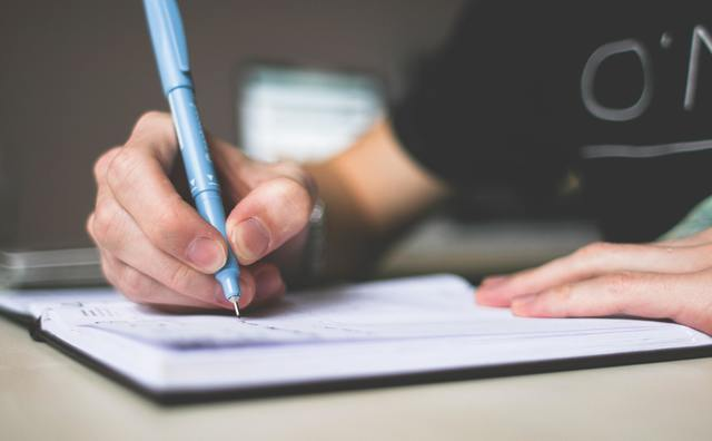 Studenten over schrijven: 'Ik moet alle taalregels opnieuw gaan stampen'