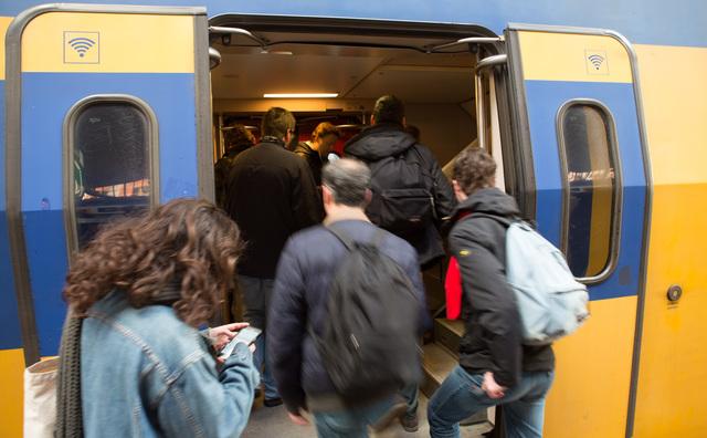 Studenten mogen vanaf september weer reizen in de spits
