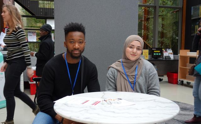 Studenten helpen met belastingaangifte: 'Ik vind het een beetje eng'