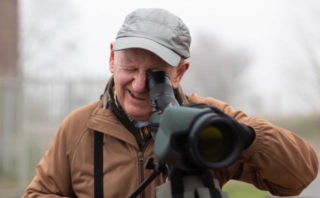 Passie: Docent Michael Adams kan urenlang vogels spotten