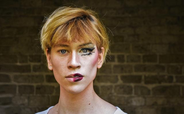 Rosanne fotografeerde dragqueens en het gezicht achter de make-up