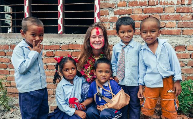 Stage: Sascha ontwerpt vrouwenpakken in Nepal