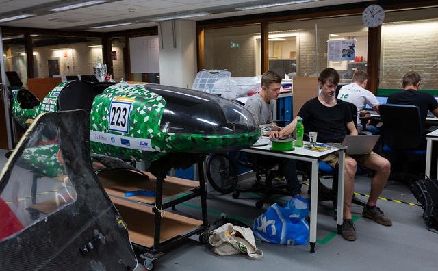 Op bezoek bij Clean Mobility: 'Werken, pizza en als laatste naar huis'