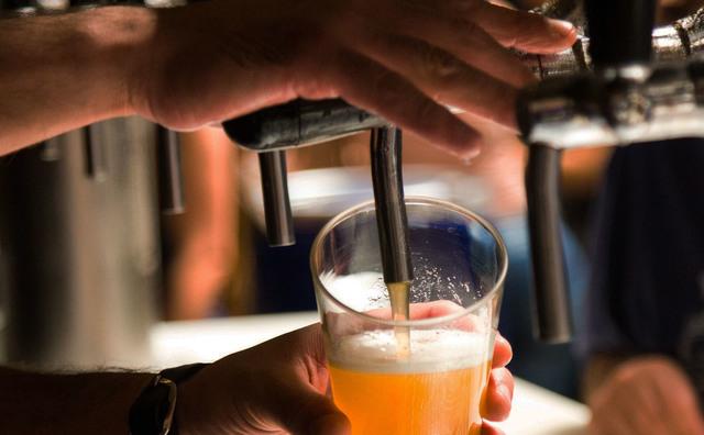 Dit is waarom jij volgend jaar dertig biertjes minder kunt drinken