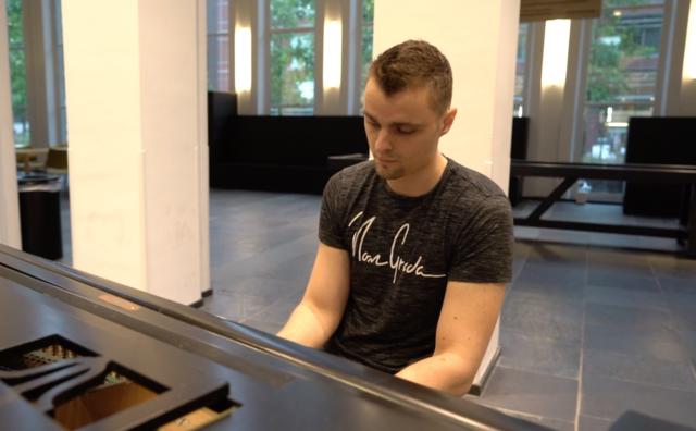 Passie: Anthony leerde zichzelf pianospelen