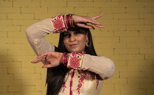 Passie: Renuka gooit al haar levenslust in Bollywooddans