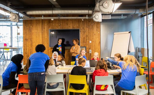 Platform voor vrouwelijke ICT-studenten FemIT wint HvAll Inclusive Award
