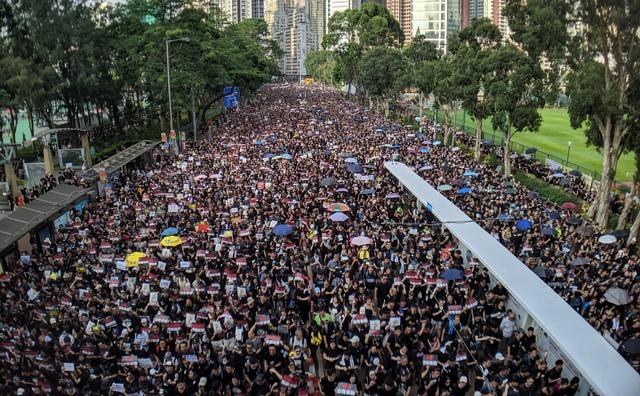 HvA adviseert studenten om terug te keren uit Hongkong vanwege rellen