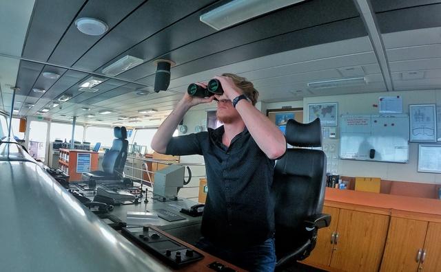 Stage: Pieter vaart met vrachtschip De Happy Sky de wereld rond