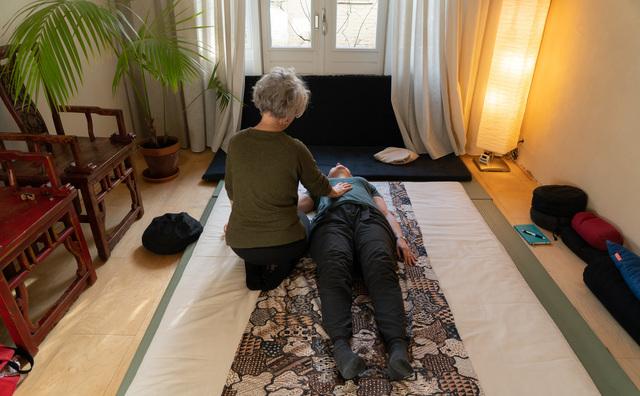 Passie: Anne helpt mensen relaxen met een shiatsu-behandeling