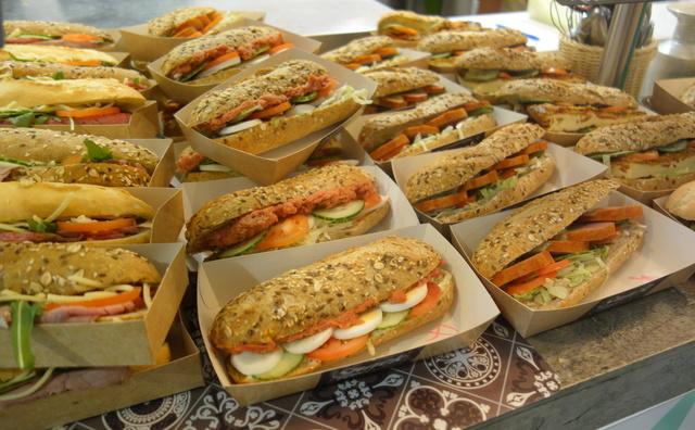 Van vegaburger tot broodje ham: dit zijn de beste kantines voor vlees en vega