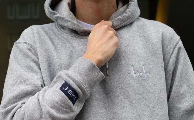 Een hoodie met hartslag: Maarten zamelt geld in voor de ziekte van zijn broertje