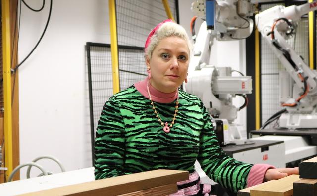Passie: Kyra fleurt met haar uitgesproken outfits de hele Leeuwenburg op