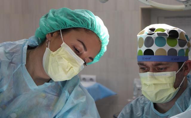 HvA'ers uit alle hoeken aan de slag met het maken van mondkapjes