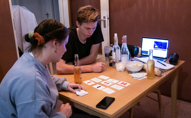 Online meefeesten met Intro Vibes: het eindigde met een potje kaarten