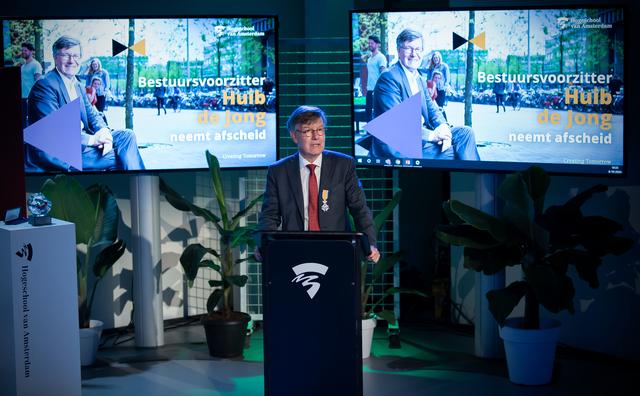 Oud-voorzitter Huib de Jong geridderd tijdens afscheid