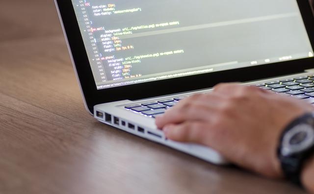 Wil jij graag werken in de ICT? HvA-project Make IT Work schoolt je om!