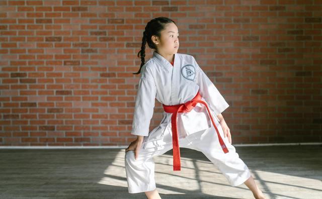 Ayla wil jonge meiden zelfverzekerder maken met taekwondo