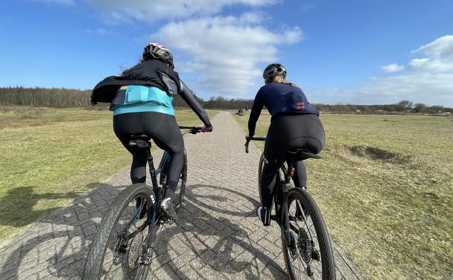 De doorgeefcamera: Michelle traint haar paasontbijt eraf op de fiets