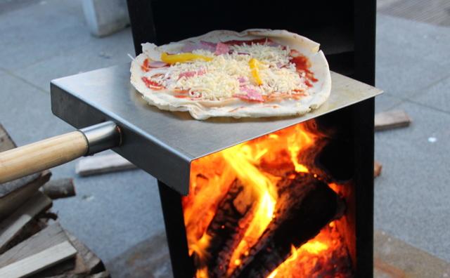 De doorgeefcamera: Emilie maakt pizza's in de tuin