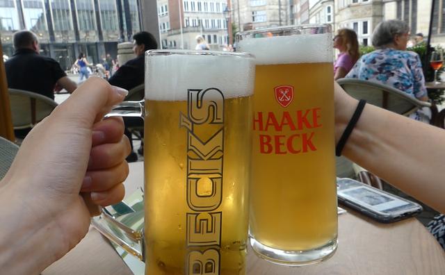 De doorgeefcamera: 'Een biertje kun je in Duitsland natuurlijk niet afslaan'