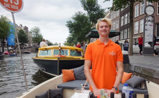 De doorgeefcamera: testen met een boot die over het water kan vliegen