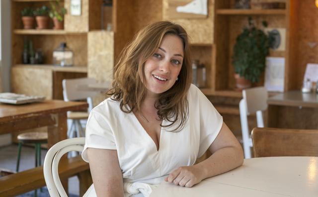Flora is de eerste student-hoofdredacteur van Amfi.nl
