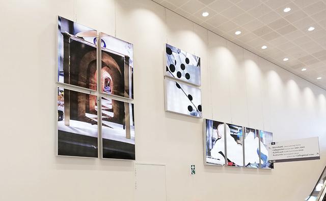 Kunstwerk Wibauthuis: combi van reclameborden en muurschilderingen
