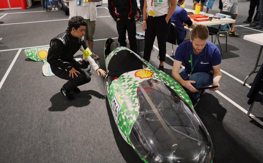HvA's waterstofauto op de Eco-marathon: alleen nog 'even' door de keuring