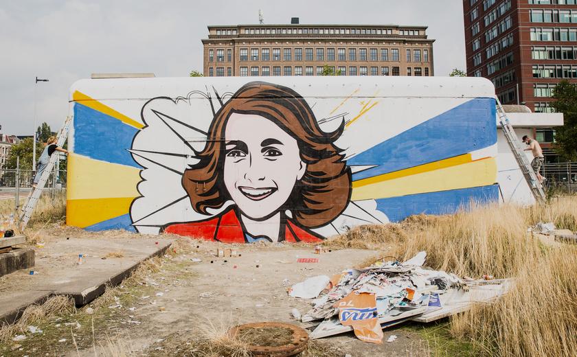Update: afbeelding Anne Frank op Amstelcampus al na twee dagen beklad