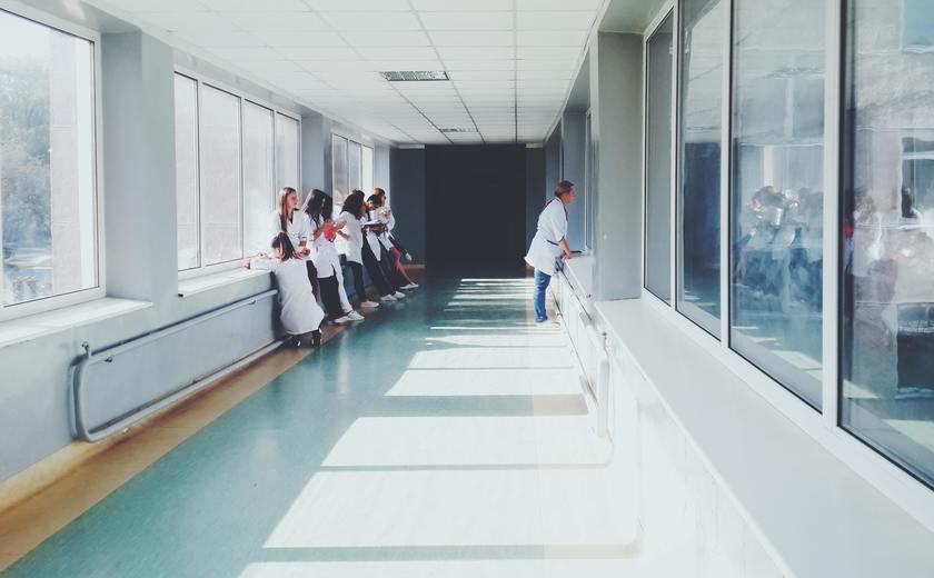 Verpleegkunde studeren in coronatijd: 'Zorgen hoort in alle tijden bij mijn beroep'
